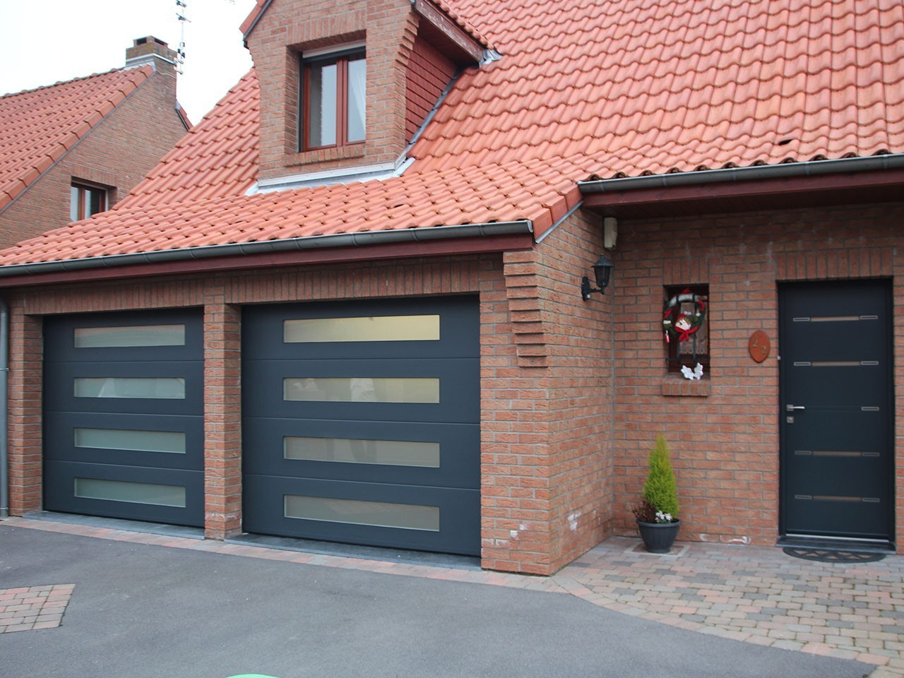 Porte garage sectionnelle vitr e su66 jornalagora for Fabricant porte de garage sectionnelle